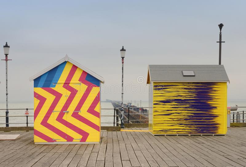 Southend-Pier, Essex, Strandhütten lizenzfreie stockbilder
