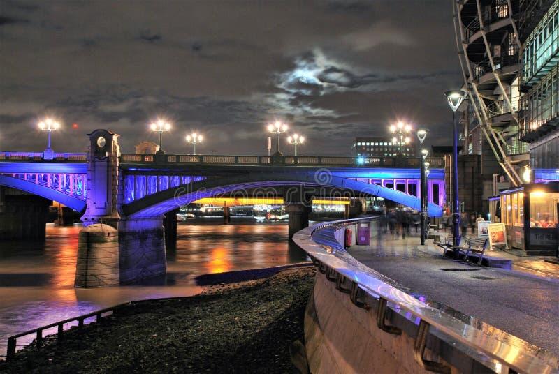 Southwark桥梁和泰晤士河 库存照片