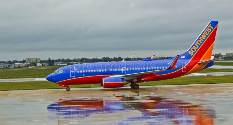 Southwest Airlines 737 en tiempo lluvioso fotografía de archivo libre de regalías