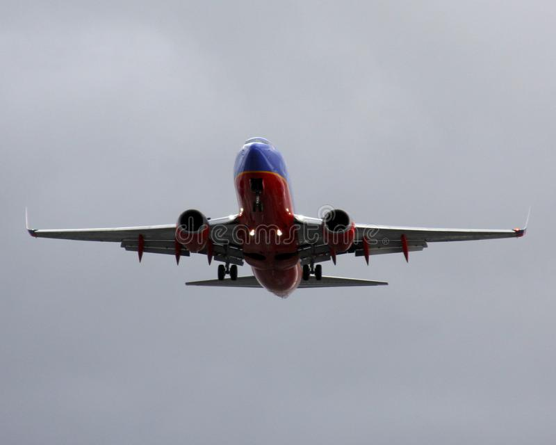 Southwest Airlines Boeing 737NG wokoło lądować przy rozwolnieniem fotografia stock