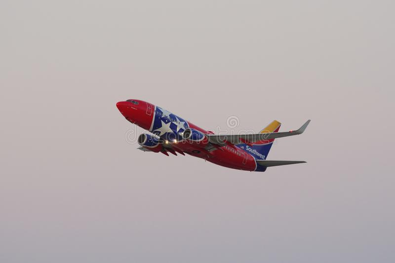 Southwest Airlines Boeing 737 Tennessee One Departing LAX royalty-vrije stock foto
