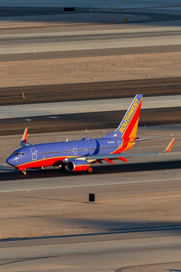 Southwest Airlines Boeing 737 vliegtuig op de taxibaan bij de Internationale Luchthaven van McCarran in Las Vegas stock foto