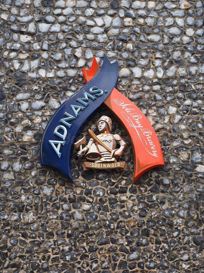 SOUTHWOLD, SUFFOLK/UK - 12 DE JUNIO: Única muestra de la cervecería de la bahía de Adnam foto de archivo libre de regalías