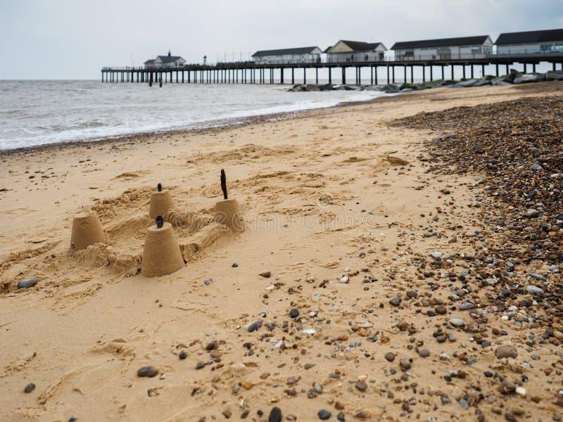 SOUTHWOLD, SUFFOLK/UK - 12 JUIN : Pâté de sable sur la plage chez Sou photographie stock libre de droits