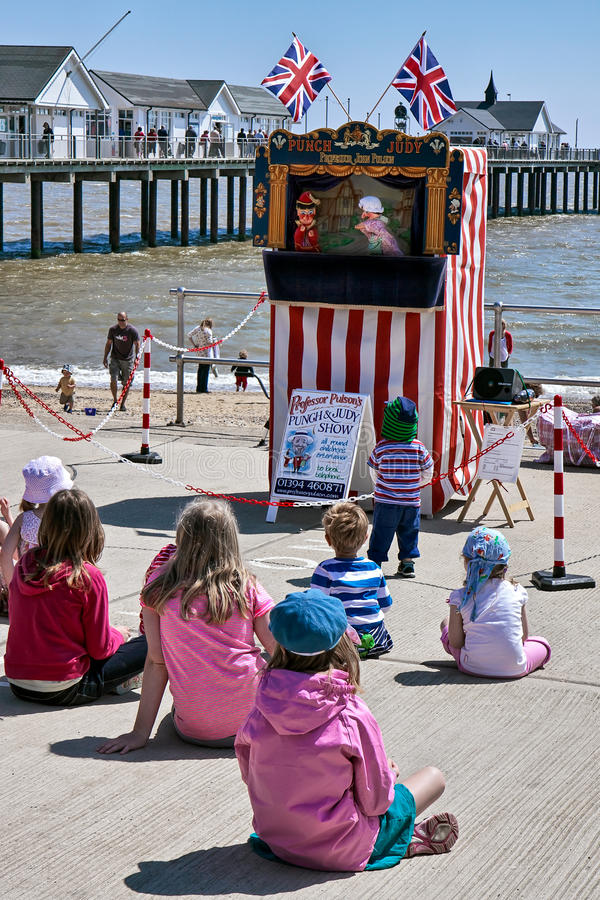 SOUTHWOLD, SUFFOLK/UK - JUNE 2 : Punch and Judy show in Southwold on June 2, 2010. Unidentified people and children. stock images