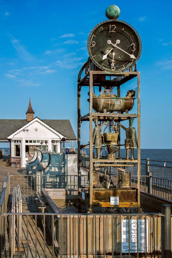 SOUTHWOLD, SUFFOLK/UK - 31. MAI: Das Pier waterclock in Southwol lizenzfreie stockfotos