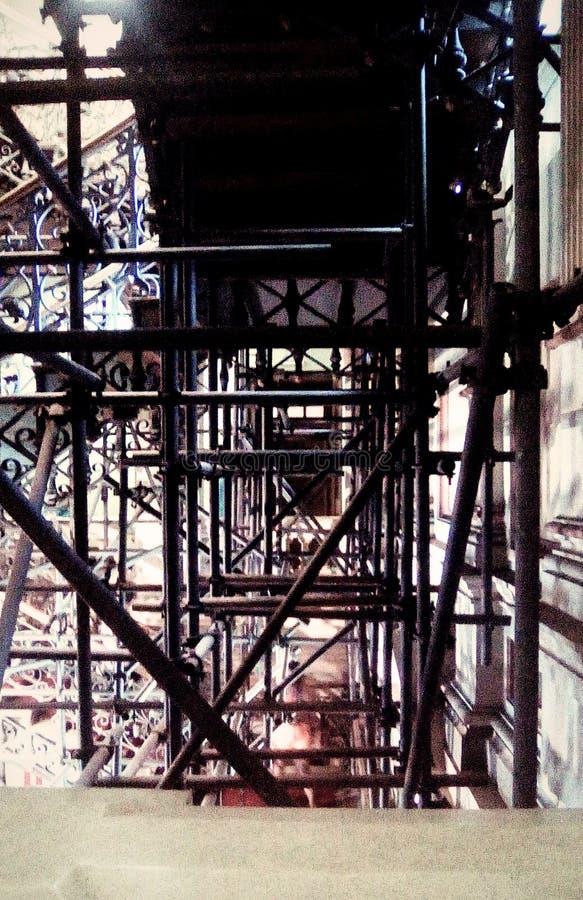 Soutien de l'entretien d'escalier photo libre de droits