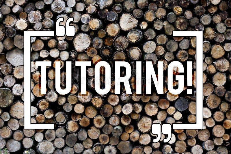 Soutien scolaire des textes d'écriture de Word Le concept d'affaires pour l'instruction de enseignement de tutelle préparant le s photo libre de droits