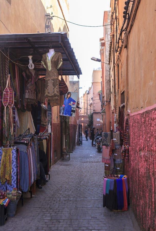 Souvenir av den Souks marknaden i Marrakech, Marocko royaltyfri foto
