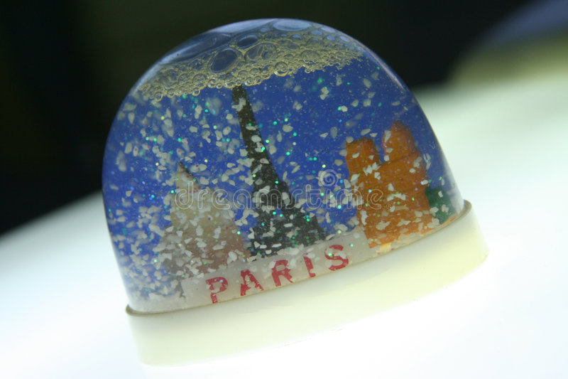 Souvenir en plastique de Paris de neige photo libre de droits