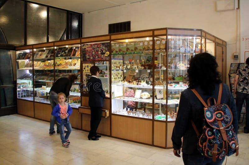Souvenir shoppar i den statliga Darwin Museum royaltyfria bilder