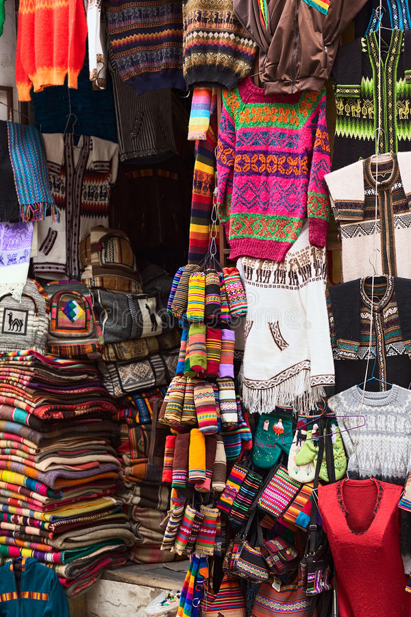 Souvenir shoppar i La Paz, Bolivia arkivbild