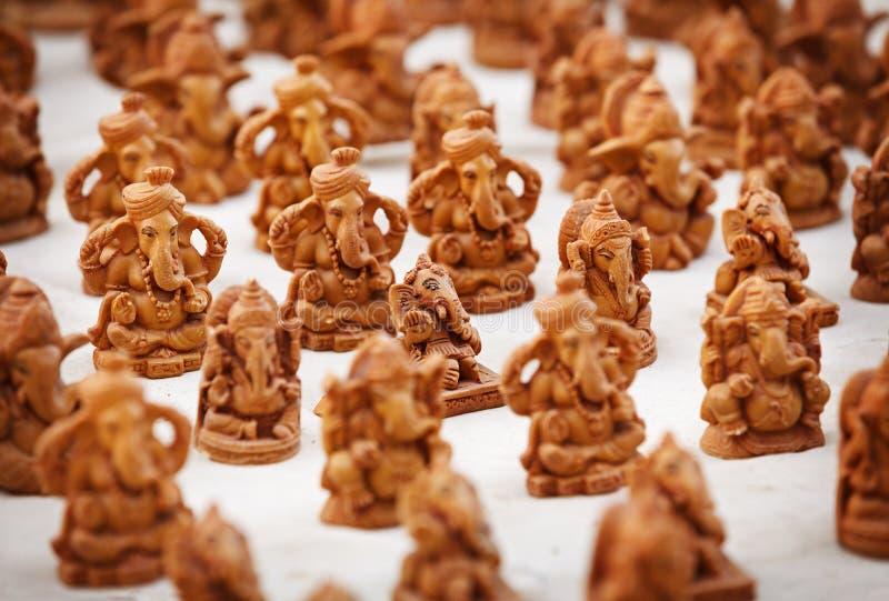 Souvenirdiagram av gudar i den indiska marknaden arkivbild