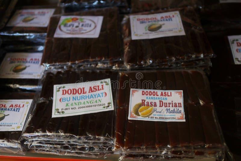 Souvenirladen in Banjarmasin, mit einer Vielzahl von lokalen Spezialit?tenprodukten lizenzfreie stockbilder