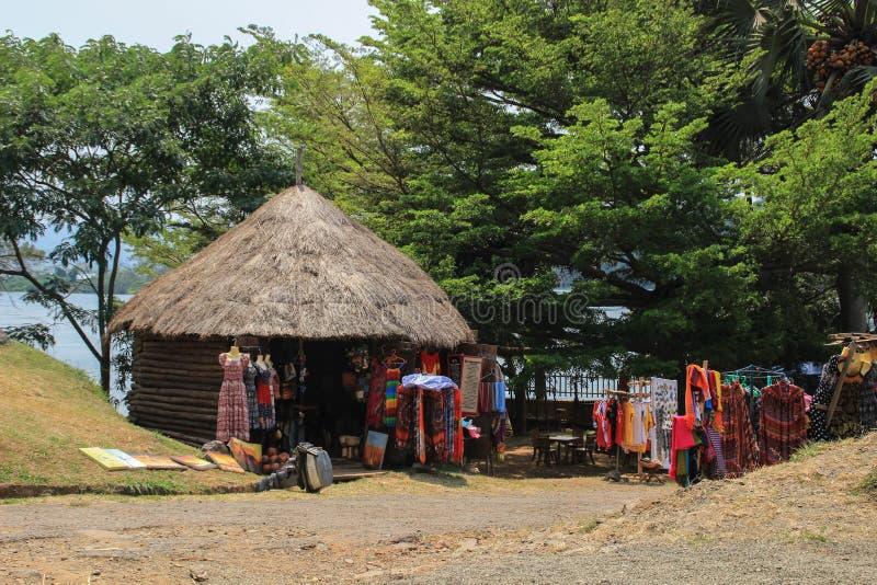 Souvenirladen nahe der Quelle Nile Rivers lizenzfreie stockfotos