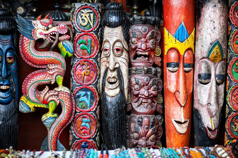 Souvenirs au marché du Népal images stock