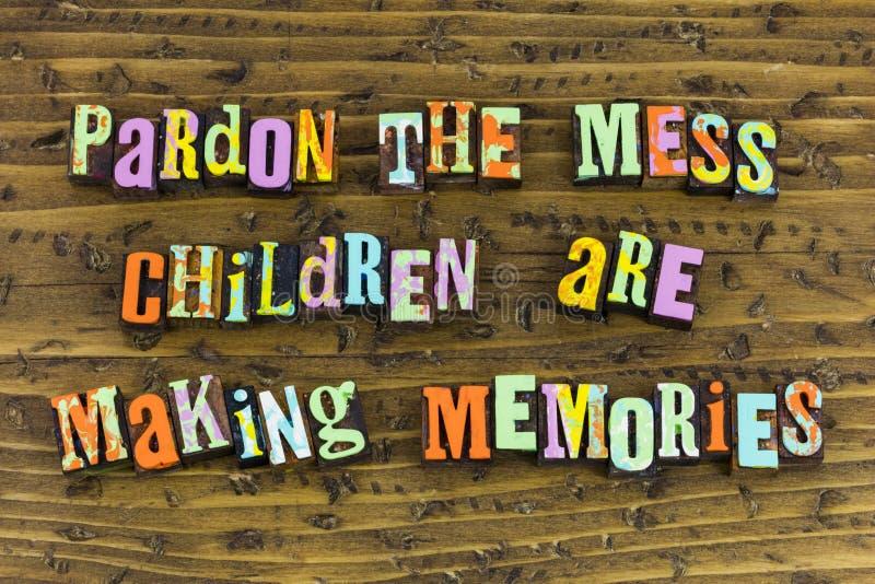 Souvenirs d'enfants de désordre de pardon image stock