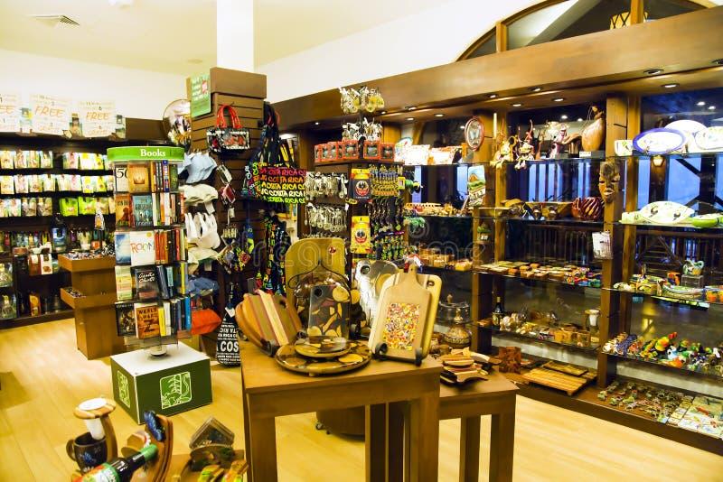 Souvenirs faits main de boutique traditionnelle colorée photo stock