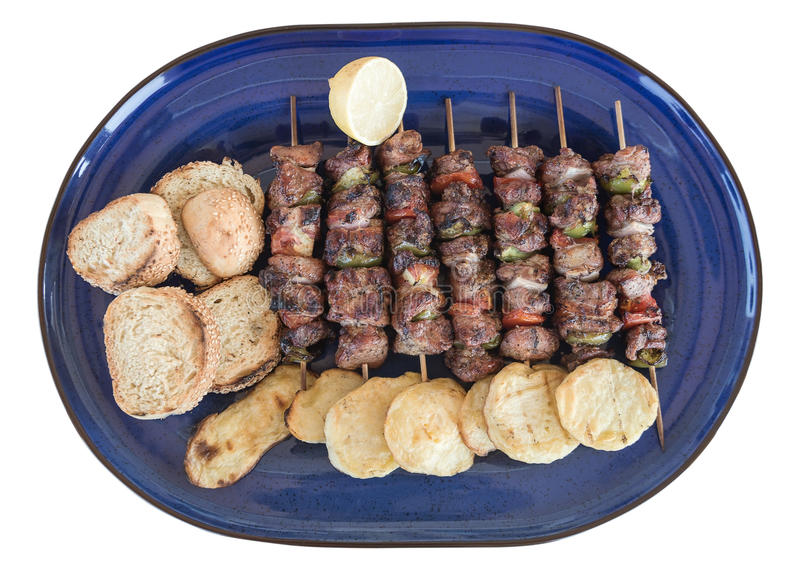 Souvlaki et potates grecs du plat d'isolement photo stock