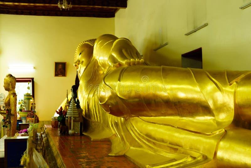 Sova buddha på Phra Pathom Chedi den stora pagoden, Nakhon Pathom P arkivbilder