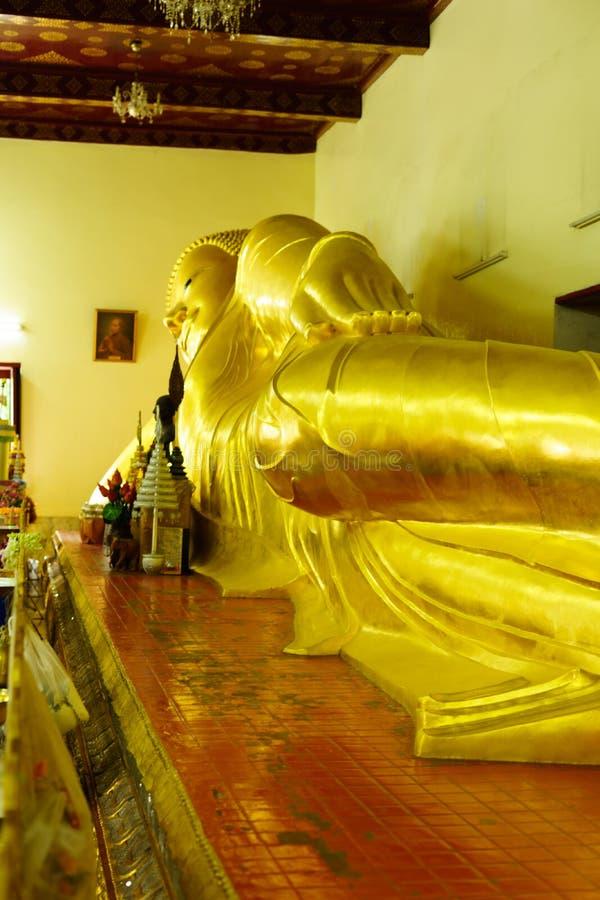 Sova buddha på Phra Pathom Chedi den stora pagoden, Nakhon Pathom P arkivfoton