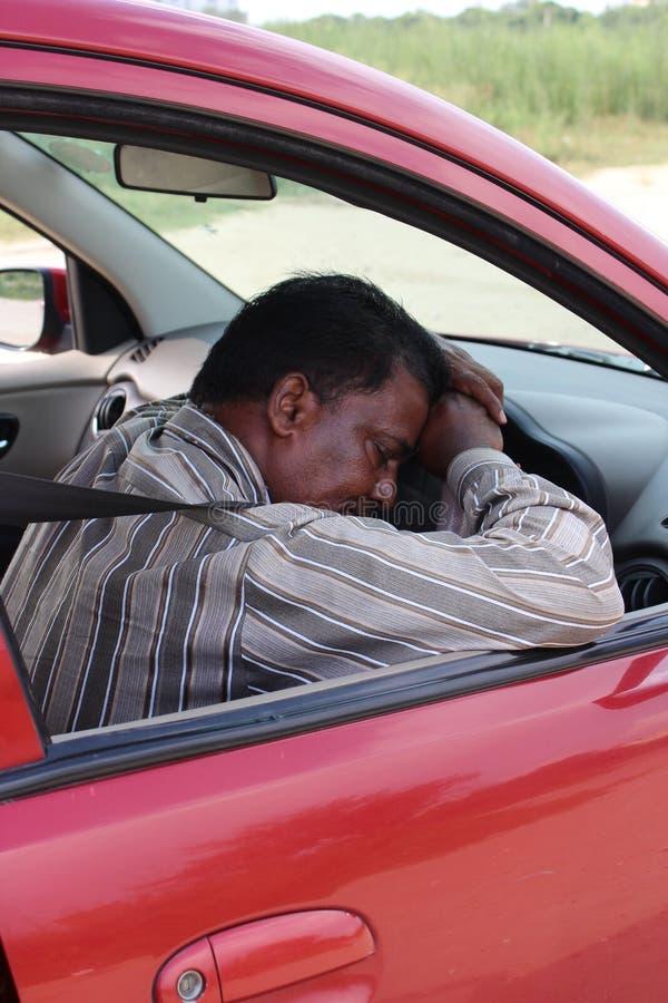 Sova den indiska bilchauffören royaltyfri bild