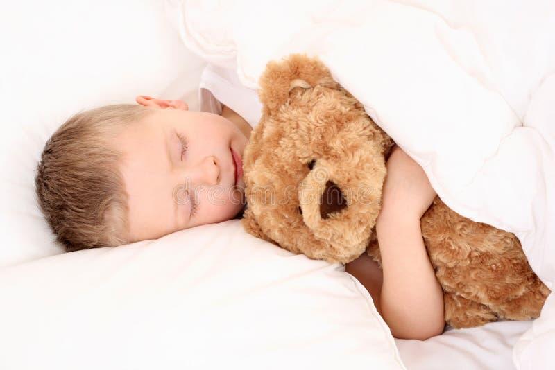 sova för barn arkivbild