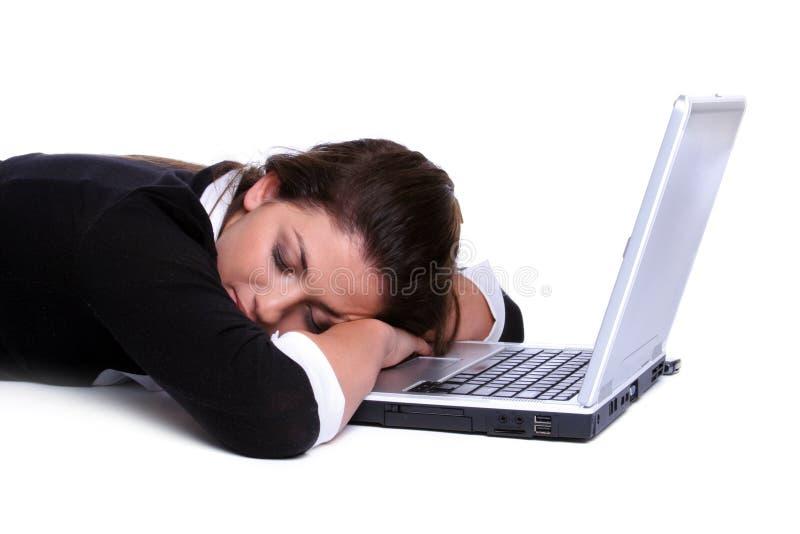 sova för flickabärbar dator arkivbilder