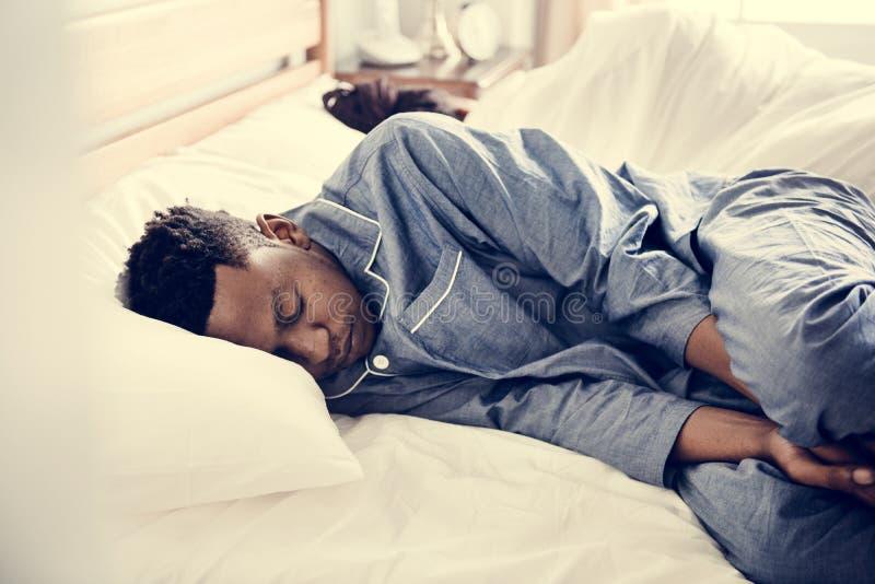 Sova för par som är baksida mot baksida arkivfoto