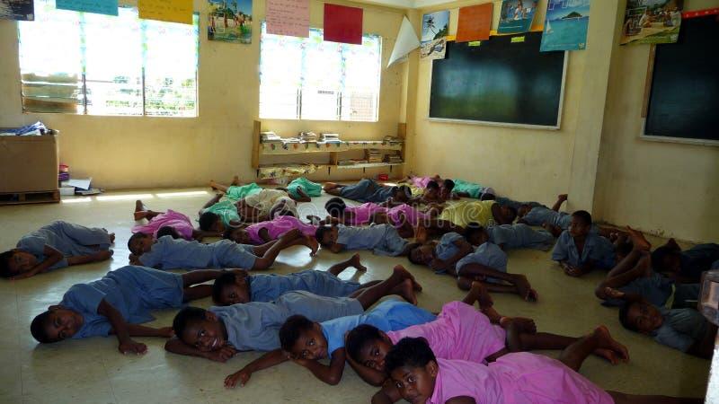 sova för skola för gruppfijianjordning arkivfoton