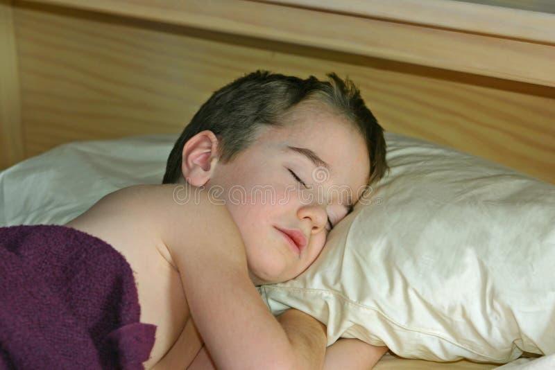 sova för underlagpojke fotografering för bildbyråer