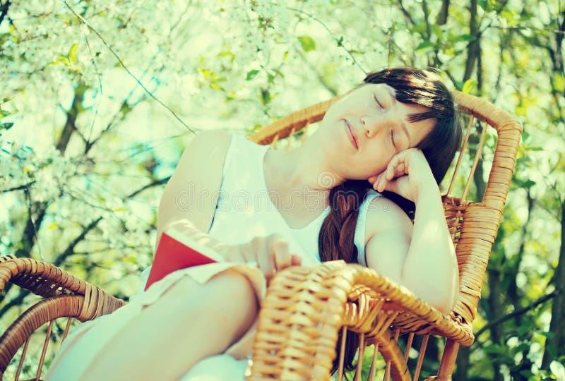 Sova flickan i blomträdgård royaltyfri fotografi