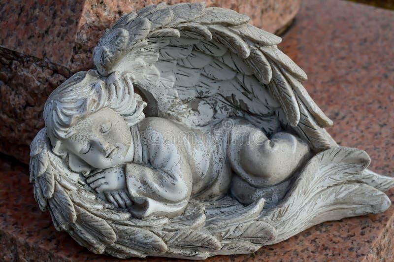 Sova keruben Angel Statue med vingar för en säng royaltyfri bild