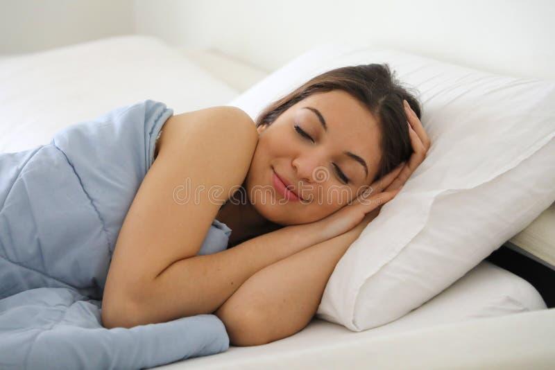 sova kvinnabarn för härligt underlag royaltyfri fotografi