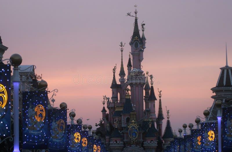 Sova skönhetslotten, Disneyland i Paris royaltyfri bild