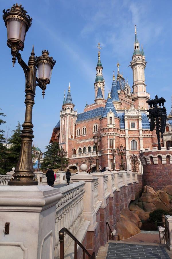 Sova skönhetslotten i Disneyland parkera i Shanghai arkivbilder