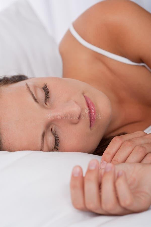 sova vitt kvinnabarn för underlag royaltyfri bild