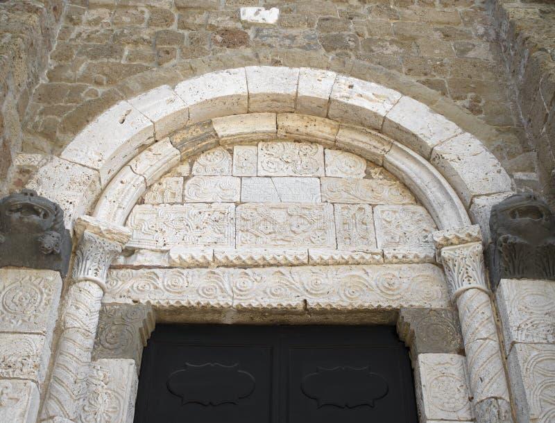 SOVANA,托斯卡纳,意大利- 2019年6月16日-对Concattedrale dei桑蒂彼得罗e保罗中央寺院大教堂的亦称入口  免版税图库摄影