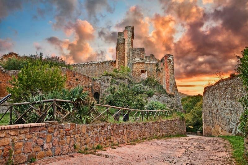 Sovana,格罗塞托,托斯卡纳,意大利:古老堡垒Rocca Ald 库存图片