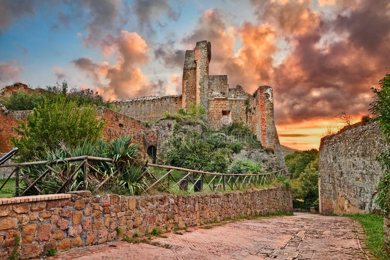 Sovana, Grosseto, Tuscany, Italy: the ancient fortress Rocca Aldobrandesca. Sovana, Grosseto, Tuscany, Italy: the ruins of the ancient fortress Rocca stock images