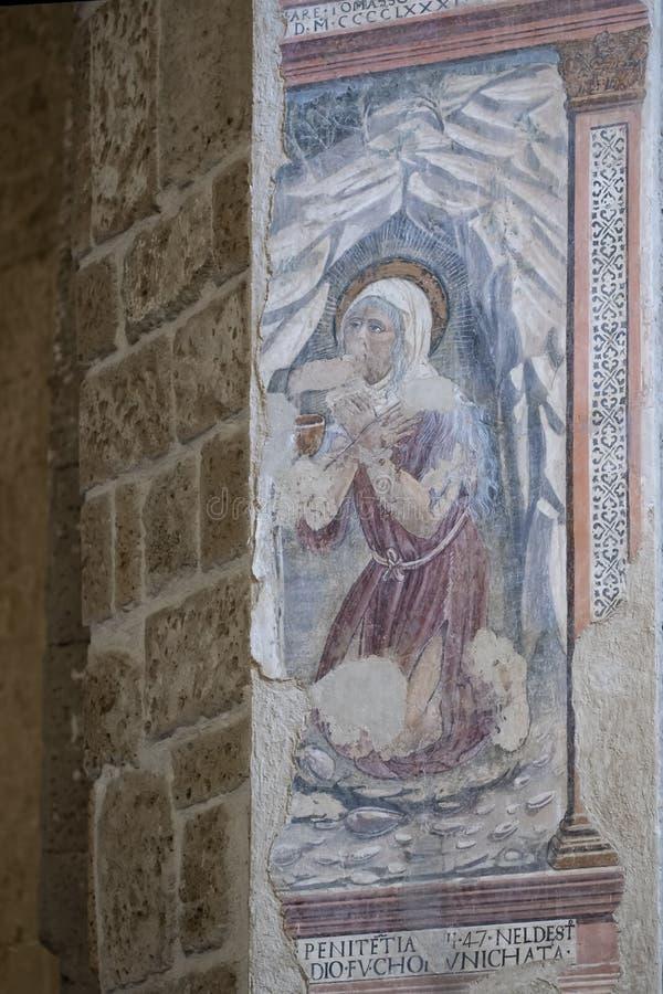 SOVANA, TOSCANA, ITALIA - 16 DE JUNIO DE 2019 - ilustraciones antiguas, penitencia, en el dei Santi Pietro e Pablo de Concattedra imagen de archivo libre de regalías