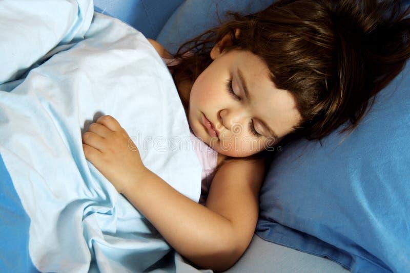 sovande flicka little arkivfoto