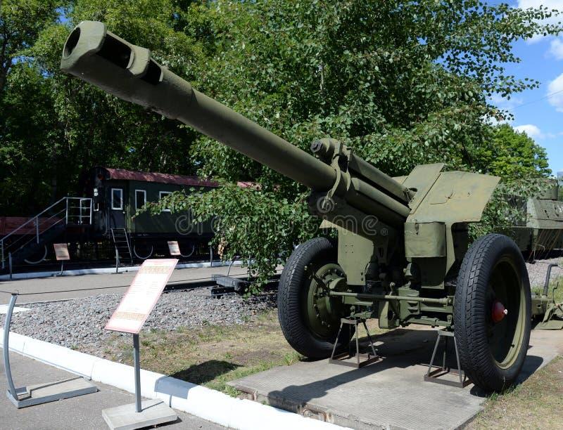 Soviétique 152 échantillon 1943 de l'obusier D-1 de millimètre au musée de l'équipement militaire sur la colline Moscou de Poklon photos libres de droits