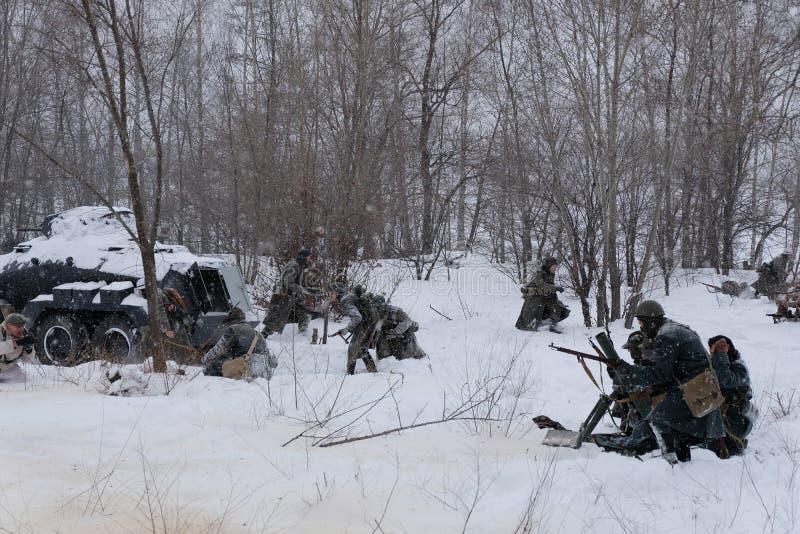 Sovjet en Duitse militairen in de winterwederopbouw van Wereldoorlog 2, Slag voor Voronezh-opstand stock foto