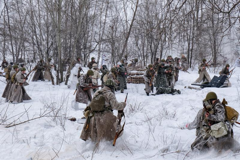 Sovjet en Duitse militairen in de winterwederopbouw van Wereldoorlog 2, Slag voor Voronezh-opstand stock fotografie