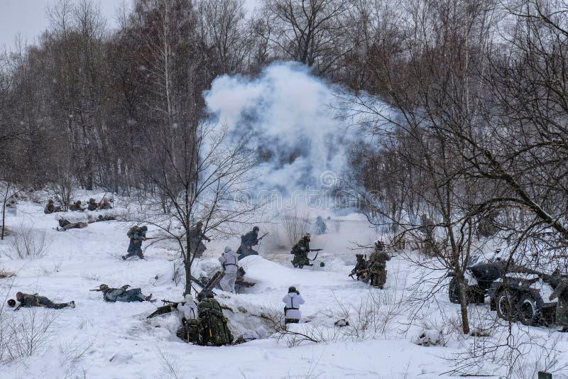 Sovjet en Duitse militairen in de winterwederopbouw van Wereldoorlog 2, Slag voor Voronezh-opstand royalty-vrije stock afbeeldingen