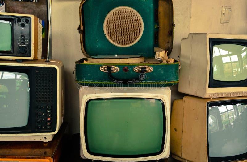 Sovjet retro TVs en platenspeler stock foto