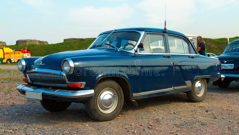 Sovjetisk gammal bil Volga GAZ-21 på festival av Retro tekniker Fortun fotografering för bildbyråer