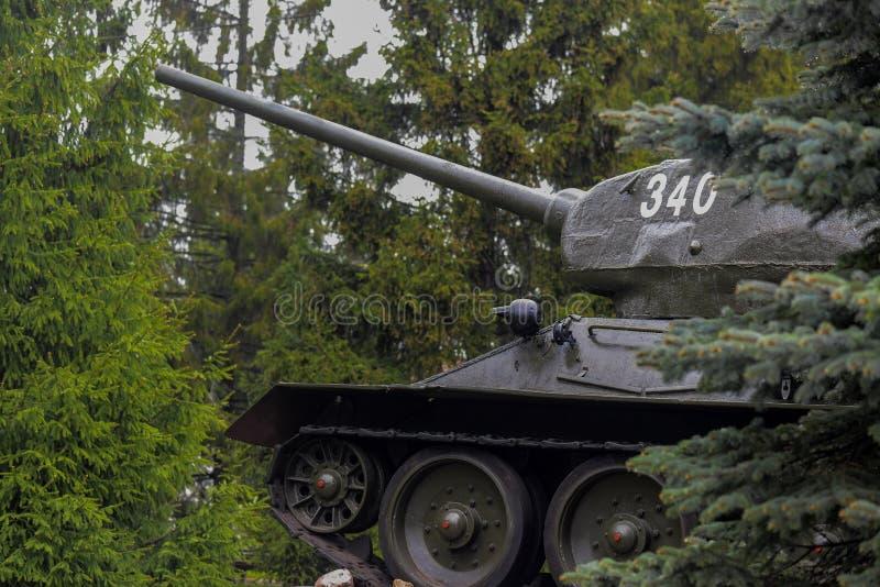 Sovjetisk medelbeh?llare T-34 arkivfoton