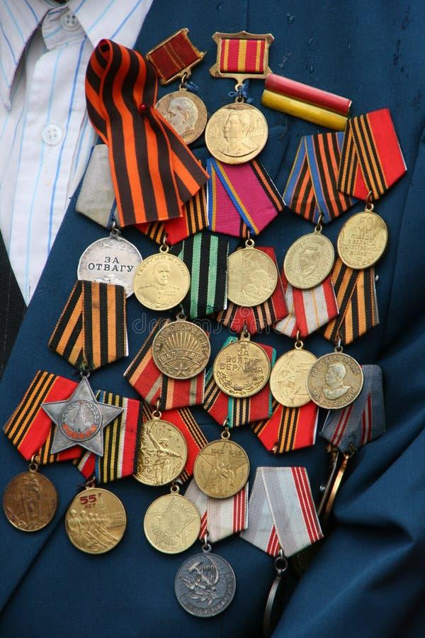 Sovjetiska militära utmärkelsear på veteranbröstkorg royaltyfri fotografi